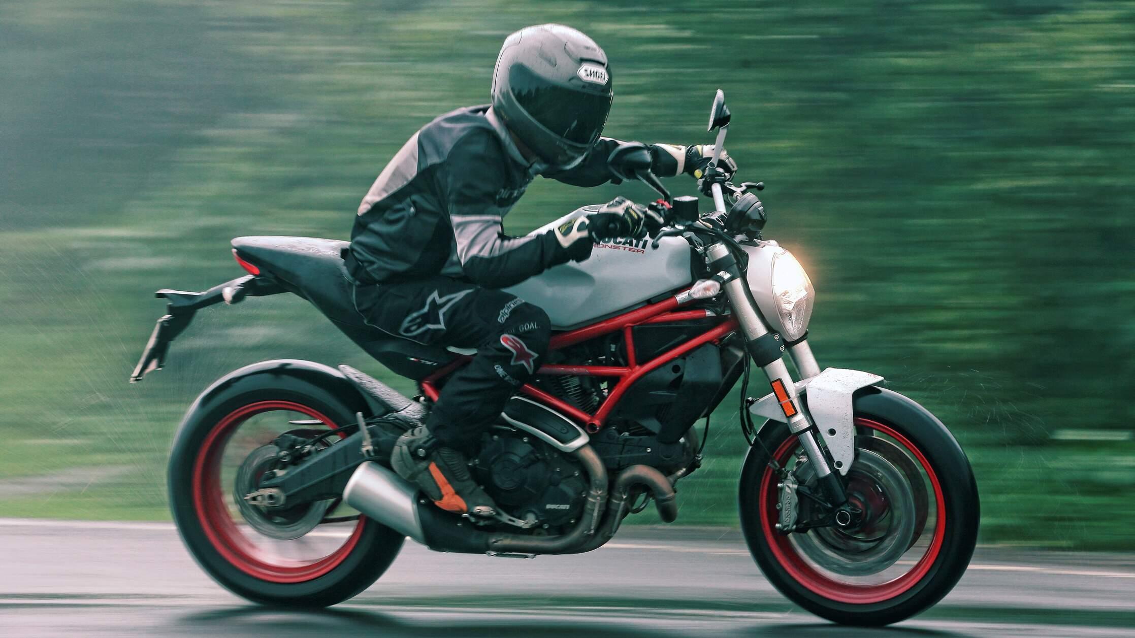 Ficha técnica Ducati Monster